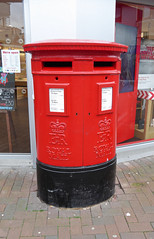 Elizabeth 2 cypher  C type post pillar box High Street near the level crossing Poole 07.09.2017 (2) (The Cwmbran Creature.) Tags: g p o gpo general post office street furniture red heritage letter great britain gb british rail class train trains railways railway