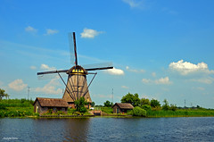 KINDERDIJK MILL LANDSCAPE (JaapCom) Tags: jaapcom kinderdijk mill moulin molino molen molenaar historisch holland dutchnetherlands polder zuidholland water clouds paysbas blue sky wolken