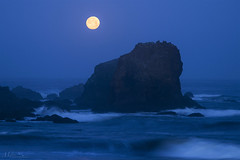 The Moon Was Setting During Blue Hour (milton sun) Tags: fullmoon moon rockawaybeach northerncalifornia seascape bay ngc bayarea wave ocean shore seaside coast westcoast pacificocean landscape outdoor clouds sky water rock mountain rollinghills sea sand beach cliff nature moonset bluehour
