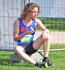 IMG_5229 (Skinny Guy Lover) Tags: outdoor people candid guy man male dude sitting sit seated longhair shorts blackshorts sportsshorts tanktop sportclothes runner athlete eating handsome handsomeguy portrait