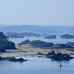 Bréhat, Bretagne, France (pom'.) Tags: îledebréhat bréhat paimpol saintbrieuc côtesdarmor 22 bretagne france europeanunion atlantic atlanticocean océanatlantique island panasonicdmctz101 may 2018 lighthouse 200 100 300 400