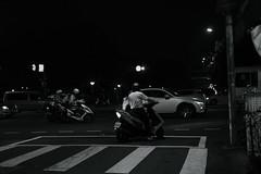 night riders@Taipei, Taiwan (Amselchen) Tags: street streetphotography taipei taiwan people night light blackandwhite bnw mono monochrome trip travel fujifilm fujinon xt2 fujifilmxt2 xf35mmf14r traffic city cityscope