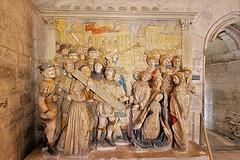 Palais des Papes - Avignon (hervétherry) Tags: france provencealpescôtedazur vaucluse avignon canon eos 7d efs 1022 palais papes statue sculpture monument historique