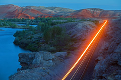 Sheep Twilight (MRL 390) Tags: bnsf bnsfrailway bnsffreighttrain freighttrain freight train railroad streaking streak river greybullwyoming wyoming bighornriver