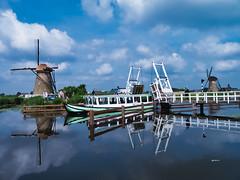 Kinderdijk, Zuid-Holland, Niederlande (achim-51) Tags: boot schiff wasser himmel gebäude mühlen mills molin netherland holland niederlande kinderdijk zuidholland
