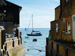 Boating on the estuary (ho_hokus) Tags: 2017 essex essexcoast fujix20 fujifilmx20 leighonsea oldleigh river riverthames thamesestuary boat coast coastline estuary sailing water