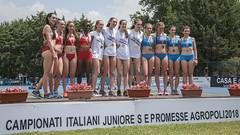 Il podio della 4x400 Juniores al completo