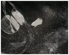 SENOGRAFIA DIA 2 00000008 (Arthur Pontes) Tags: lâmpada luz darkroom experimental fotografiaexperimental estrelas stars sky céu ampliador galáxias névoa mascara cameraless planetas