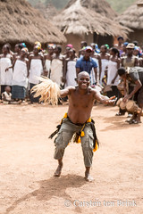 Dancer (10b travelling / Carsten ten Brink) Tags: 10btravelling 2018 africa africaine african afrika afrique carstentenbrink cotedivoire dan elfenbeinkueste godufu godufuma iptcbasic ivorian ivorycoast touba westafrica yacouba yakouba yakuba africain cmtb dancer dancing danse foretsacree ivoirien ivoirienne mask masques sacredforest stilt tenbrink