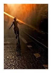 Lignes de fuite (Marie Hacene) Tags: parisplage silhouette course lignes rayon sol lumière paris quais seine