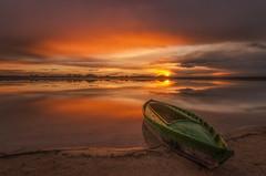 Atardecer en la laguna. (Amparo Hervella) Tags: laguna lago villafrancadeloscaballeros toledo nube reflejo atardecer barca color largaexposición d7000 nikon nikond7000 paisaje