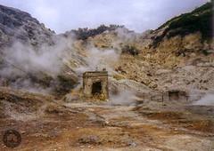 Solfatara (Fotofabrik Itzehoe) Tags: analog analogue 35mmnegative italien vulkan schwefelquellen pozzuoli neapel studienreise augusteviktoriaschule itzehoe volcanic crater