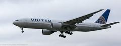 United 777 landing at London Heathrow (Alaskan Dude) Tags: travel europe england london londonheathrowairport heathrow myrtleavenue planespotting planewatching airplanes aviation jets airlines airliners