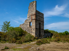 """Thomas's 60"""" Pumping Engine House, West Wheal Basset (Rogpow) Tags: cornwall mine piece westwhealbasset fourlanes greatflatlode southwhealfrances cornishmining cornishmines cornishminingworldheritagesite copper coppermine tin tinmine metalmining metalmine industrialhistory industrialarchaeology industrial industry ruin abandoned derelict decay disused dilapidated enginehouse pumpingenginehouse bassetmines bluesky"""