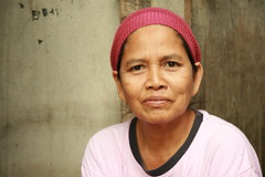 handsome middle-aged woman (the foreign photographer - ฝรั่งถ่) Tags: handsome middle aged woman knit cap khlong thanon portraits bangken thailand canon