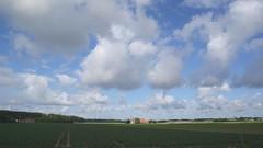 zonnig blauwe lucht en stapelwolken (Omroep Zeeland) Tags: zonnig en blauwe lucht stapelwolken