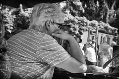 OKSF 165 (Oliver Klas) Tags: okfotografien oliver klas deutschland germany stadt city europa deutsch staat westdeutschland ostdeutschland norddeutschland süddeutschland schwarzweis schwarzweissfotografie blackandwhite monochrom farblos abstrakt dunkel hell grau schwarz weiss black white sw schwarzweiss personen people menschen persons volk familie angehörige bewohner bevölkerung leute europäer mann frau gesellschaft menschheit mensch völker street streetfotografie streetphotography strassenfotografie streetart streetphotographer streetphoto stadtleben streetlife streetculture urban ausruhen erholung sitzen denken nachdenken gedanken träumen verträumt nachdenklich erholen de