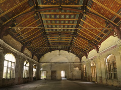 Sanatorium L. (4) (david_drei) Tags: ballsaal lostplace lost decay holzdecke woodenceiling