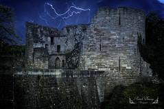 Coucy le chateau Auffrique Picardie ( photopade (Nikonist)) Tags: orage monument monumenthistorique montagephoto affinityphoto afsdxvrzoomnikkor1685mmf3556ged nikond300 nikon château châteaufort ruines ciel