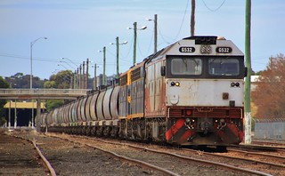 G532 S303 and B74 sit in Bendigo yard on a loaded QUBE grain train