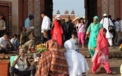 buland darwaza people (1) (kexi) Tags: india asia uttarpradesh fatehpursikri bulanddarwaza people many crowd commerce trade visitors canon february 2017