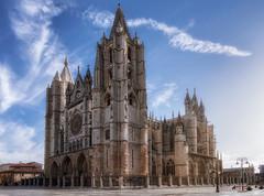 Catedral-de-León (monsugar19) Tags: monumento antiguedad españa patrimonio color arte romanico