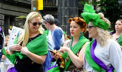 Processions Edinburgh 2018 046 (byronv2) Tags: processions processionsedinburgh edinburgh edimbourg meadows middlemeadowwalk scotland woman women candid street peoplewatching protest march rally suffragette votesforwomen 1918 2018 feminism politics vote voting green