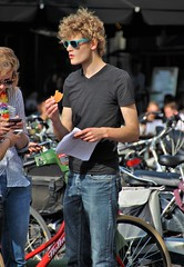 IMG_0222 (Skinny Guy Lover) Tags: outdoor people candid guy man male dude sunglasses curlyhair jeans bluejeans eating portrait
