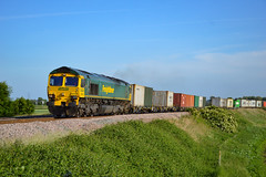 66537 - Ely West Junction - 05/06/18. (TRphotography04) Tags: freightliner 66537 roars past ely west junction hauling 4e56 1546 felixstowe north flt doncaster ept fliners taken from clayway foot crossing