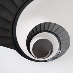 ¿Peldaños o pestañas? (Guillermo Relaño) Tags: nuremberg guillermorelaño nikon d90 alemania germany nurnberg sigma 1020mm escaleras stairs espiral spiral granangular wideangle