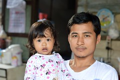 father and daughter (the foreign photographer - ฝรั่งถ่) Tags: father daughter khlong lat phrao portraits bangkhen bangkok thailand nikon d3200