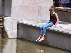 Neptunbrunnen (wolfgraebel) Tags: barfus barefoot jeans fountain alone water blue brunnen city candid bun top anklet summer sun hot girl münchen munich