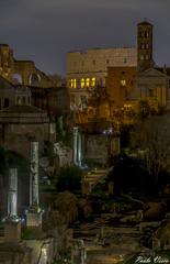 Una notte... (Pablos55) Tags: fororomano rome monumenti monuments ruderi ruins colosseo coliseum colonne columns notte night