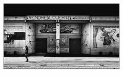 Pas de spectacle ce soir... (francis_bellin) Tags: 2018 noiretblanc streetphoto street rue photoderue juin nimes blackandwhite monochrome