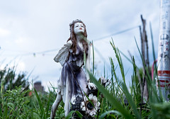 20180510-006 (sulamith.sallmann) Tags: menschen decay elfe fantasie female femme figur frau kaputt klunkerkranich people porzellan verfall weiblich woman zerfall zerfallen zerstört sulamithsallmann