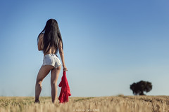 Linda - 3/6 (Pogdorica) Tags: modelo sesion retrato posado campo trigal chica sexy linda bala paja