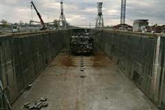 P1320621vf (oliv86) Tags: france croiseur bateaux ship boat steel acier démantellement casse rouille pelleteuse