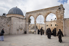 NA_140226_2094 (Custody of the Holy Land - Photo Service (CPS)) Tags: holyland holysite jerusalem templemount terrasanta terresainte arch arche arches architecture franciscan franciscans holyplace islam islamicart nadim people sanctuary