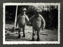 i gemelli a Vicenza - aprile 1937 (dindolina) Tags: photo fotografia biancoenero bn blackandwhite vintage family famiglia history storia gemelli twins vignato 1937 1930s annitrenta italia italy veneto vicenza