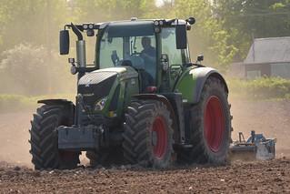 Fendt 720 Vario Tractor with a Lemken Power Harrow