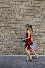 Photocall 3 (Wizard7oz) Tags: barcelona candid city life light nikon d90 people street streetlife streetphoto urban colors white summer architecture wall stone red walk woman
