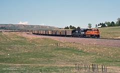 Dropping down into Northport (GRNDMND) Tags: trains railroads bnsf coaltrainlocomotive ge es44ac northport nebraska
