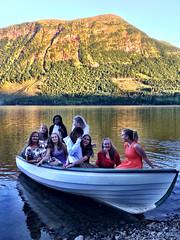 Lykkelige jenter -|- Happy girls (erlingsi) Tags: rotevatn lake girls jenter studenter noreg volda sunnmøre høgskulenivolda boat evening explored norway