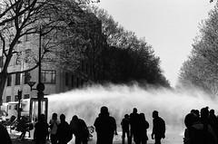 Canon à eau (bbplwp) Tags: manifestation mouvement social paris france lacrymogène black block argentique police violence crs analog