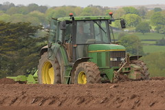 John Deere 6600 Tractor with a Dowdeswell Bed Tiller (Shane Casey CK25) Tags: john deere 6600 tractor dowdeswell bed tiller fermoy traktor traktori tracteur trekker trator ciągnik potato potatoes spuds spud tatties sow sowing set setting drill drilling tillage till tilling plant planting crop crops cereal cereals county cork ireland irish farm farmer farming agri agriculture contractor field ground soil dirt earth dust work working horse power horsepower hp pull pulling machine machinery grow growing nikon d7200 jd green