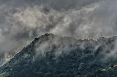 Nuvens constantes (mcvmjr1971) Tags: vermelho parque estadual três picos nova friburgo rio de janeiro trilha trilhandocomdidi viagem travel mmoraes nikon d7000