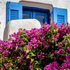 Fenêtre bleue et bougainvillée (Lucille-bs) Tags: europe grèce cyclades santorin santorini emborio 500x500 fenêtre volet bleu plante bougainvillée détail emporio