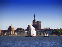 Auf dem Strelasund (ingrid eulenfan) Tags: stralsund strelasund hansestadt wasser schiff segelschiff hafen sommer