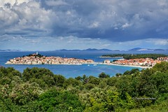 primošten (Croatia) (danielleeynius) Tags: panorama panoràmica view ilce6000 alpha6000 sonyalpha6000 primošten primosten adriatique meradriatique croatie croatien kroatie kroatien flickr sonyalpha a6000 nuages clouds cloud sky ciel traitementdimage eau water google lumière lights light colors color couleurs couleur snapseed nuage mer