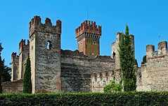 Lazise (werner boehm *) Tags: wernerboehm lagodigarda gardasee italy ruins castle architecture